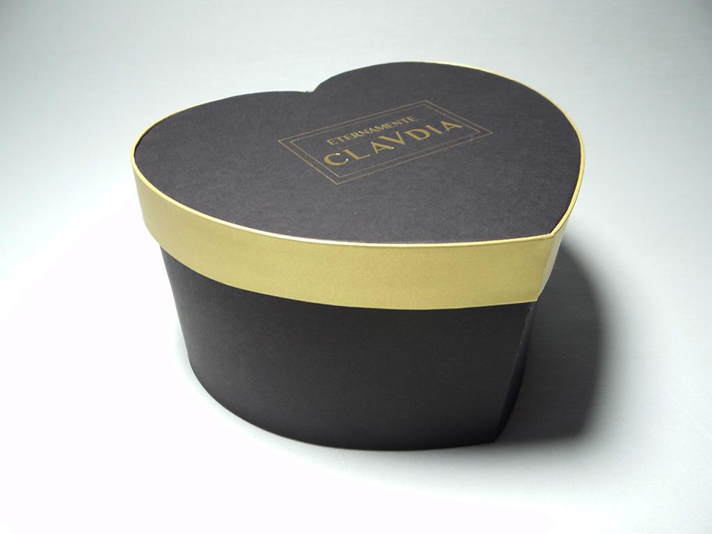 scatola-a-cuore-oro-nera-chiusa